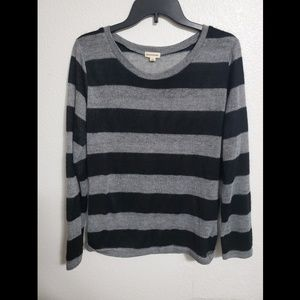 Black and grey long sleeve light weight sweater